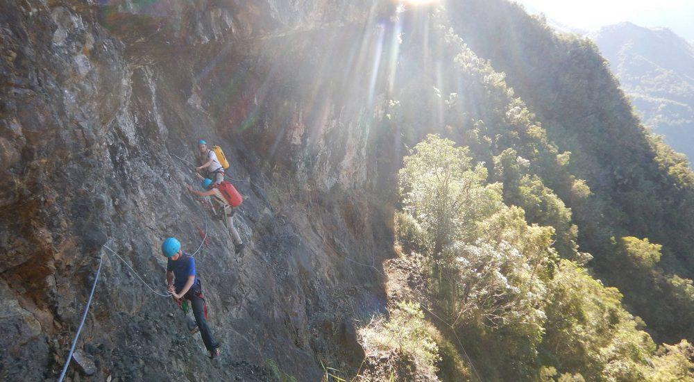 canyoning-cilaos-reunion-groupe-escalade